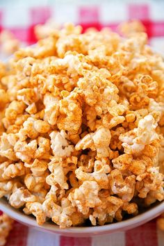 BBQ Ranch Popcorn Recipe - microwave popcorn seasoned with Ranch dressing mix, paprika and brown sugar. Great snack for your summer BBQ! Ready in 10 minutes! Popcorn Seasoning, Flavored Popcorn, Ranch Seasoning, Savory Snacks, Healthy Snacks, Snack Recipes, Cooking Recipes, Healthy Recipes, Appetizers