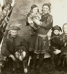 Saami Family from Finland about, published in 1936 by Jäljennös Kielletty, Helsingfors. Samisk familie fra Finland.