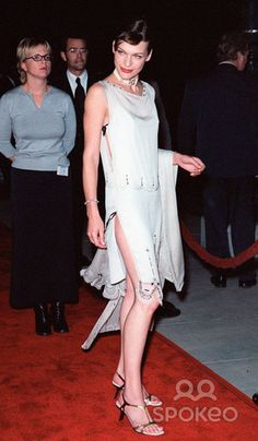 """18OCT99: Actress MILLA JOVOVICH at the world premiere, in Los Angeles, of her new movie """"The Messenger: The Story of Joan of Arc."""" Paul Smith / Featureflash"""
