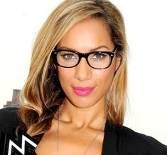 c494a1ad3d 21 celebridades que demuestran que las gafas hacen que las mujeres se vean  absolutamente guapísimas