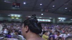 【悲報】女が横綱目がけて座布団を投げつける!!!! :暇つぶしニュース