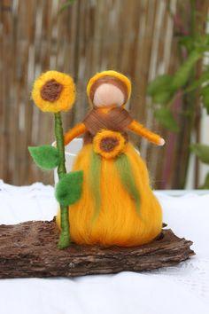 Kleine Sonnenblumenfee, Waldorfart, stehend von Jalda auf  www.Dawanda.com/Shop/Jalda-Filz #DIY #Waldorfart #Fee #Sonnenblume #Dekoration