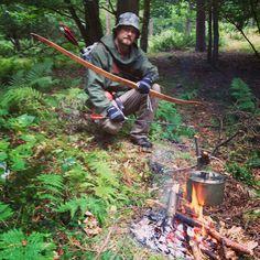 Combining bushcraft and archery. Carbon arrows and self bow. Bushcraft Gear, Bushcraft Camping, Camping Survival, Outdoor Survival, Survival Prepping, Survival Skills, Outdoor Camping, Outdoor Life, Survival Gear