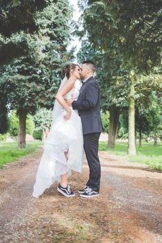 wedding shoes vans 25 Bridal Sneakers Ideas For Maximal Comfort Converse Wedding Shoes, Wedding Sneakers, Wedding Converse, Wedge Wedding Shoes, Wedding Boots, Wedding Bride, Gold Wedding, Designer Wedding Shoes, Bridal Style