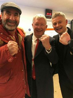 Manchester United had two very special guests join their celebrations after their dramatic win over Paris Saint-Germain as Sir Alex Ferguson and Eric Cantona came into the dressing room. Eric Cantona, Manchester United Fans, Man Utd Fc, Michael Owen, Sir Alex Ferguson, Marcus Rashford, Man United, Football Team, Football Stuff