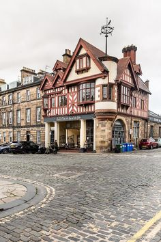 This is an Edinburgh restaurant. This travel itinerary for 4 days in Edinburgh, Scotland has the best Edinburgh itinerary for your trip to Scotland. It has everything from Edinburgh Castle to Edinburgh University and more. If you're looking for the best things to do in Edinburgh, this great Edinburgh itinerary has it all.