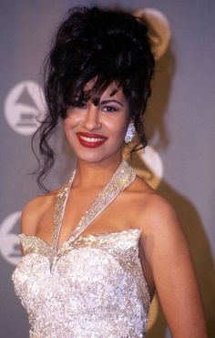 Selena Quintanilla-Perez. I love her dress, hair & make-up here...she will always be my biggest icon! ❤️