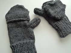 Last year I loom knit  a pair of convertible mittens  for my friend and I am finally sharing the pattern with you!       Materials:       Kn...