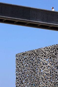 MuCEM by Rudy Ricciotti #PLACEdelaLOC: Location voiture, location camping-car, location vélos, poussettes, appareil photo ... entre particuliers sur www.PLACEdelaLOC.com pour profiter un maximum de Marseille et rencontrer les Marseillais