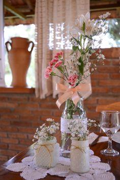 Decoração vintage com potes de vidros e garrafas reciclados  by: Tiemi Higasi
