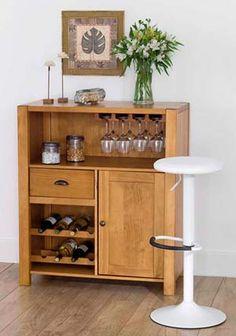 Brut Bar da Tok Stok - Compacto e prático, o Bar Brut possui espaço de adega para até oito garrafas, uma porta com prateleira interna, uma gaveta, estrutura para pendurar taças e um nicho. Na loja, custa R$ 1.100 (Foto: Reprodução/Tok & Stok)