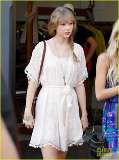 Taylor Swift: Brunswick Street Shopper