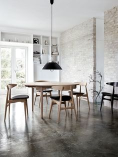 Wegners light and practical CH33 dining chair around his CH337 oval dining table in solid wood.