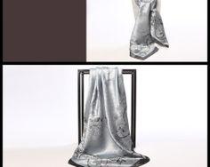 Luxusná hodvábna šatka so strieborným vzorom