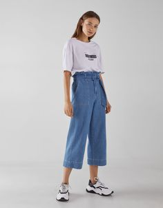 High waist paper bag jeans with belt. Discover this and many more items in Bershka with new products every week Outfits Otoño, Retro Outfits, Jean Outfits, Vintage Outfits, Fashion Outfits, Denim Culottes Outfits, Outfit Jeans, Jeans Fit, Jeans Belts