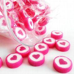 Süße Idee für Ihre Candy Bar auf Ihrer Hochzeit: Bonbons mit Herz in Pink und Weiß - Jetzt ansehen auf weddix.de