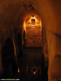 www.mirecreo.com Museo de Cáceres, Aljibe hispano árabe,  Cáceres #caceres #extremadura #turismo #tourism  #vacaciones #holidays #viajes #travels #mirecreo #museos #museums