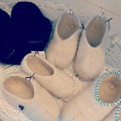 Neulotut huopatossut koko perheelle + OHJE – lankasatamanblogi.fi Ballet Dance, Dance Shoes, Felt Crafts, Crocs, Slippers, Knitting, Handmade, Life, Fashion