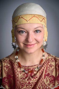 Medieval Rus headdress Viking Reenactment, Medieval Costume, Medieval Clothing, Historical Clothing, Headdress, Headpiece, Viking Dress, Renaissance Jewelry, Bride Of Christ