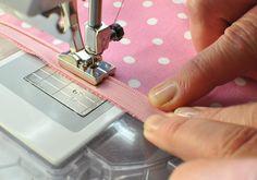 Näin ompelet piilovetoketjun   Kodin Kuvalehti Sewing Hacks, Sewing Crafts, Sewing Projects, Sewing Tips, Needlework, Diy And Crafts, Embroidery, Knitting, Pattern