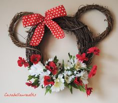 Cute for Maya's birthday party! Mickey Mouse Wreath, Disney Wreath, Minnie Mouse, Disney Diy, Disney Crafts, Disney Christmas, Christmas Crafts, Wreath Crafts, Summer Wreath