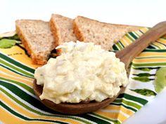 Salát na chlebíčky Cornbread, Pasta Salad, Hummus, Salads, Smoothie, Cheese, Meals, Ethnic Recipes, Food