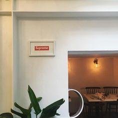 제가 어제 먹은 요거트 집은 바루 요기 ☺️ 내가 좋아하는 슈프림, 화이트,초록이 친절한게 제일 좋아🙆🏻💗 #논현카페#라이크프라이데이#슈프림