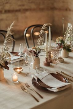 Wedding table decor inspiration for our free spirited modern boho brides! Tie in your wedding breakfast or dinner with beautiful decor, unique hire items and free-flowing foliage and florals. Wedding Table Decorations, Wedding Table Settings, Love Decorations, Elegant Table Settings, Wedding Table Planner, Wedding Trends, Wedding Blog, Beige Wedding, Wedding Stage