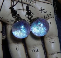 Magical earrings, in the 15mm diameter spheres are floating gorgeous prismatic pigments! This is a made to order item, so please allow one or two more days to process your order! Check the video of moving ring ---> https://www.youtube.com/watch?v=A75uTs2rWPw Thanks for visiting!  .•°¤*(¯`★´¯)*¤°°¤*(¯´★`¯)*¤°•..•°¤*(¯`★´¯)*¤°°¤*(¯´★`¯)*¤°•..•°¤*(¯`★´¯)*¤°°¤*(¯´★`¯)*¤°•.  Please, check out this great shop! https://www.etsy.com/...