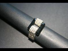 Tutorial: DIY come creare una base per anelli rigida a peyote utilizzando delica11 e rocailles 15 - YouTube