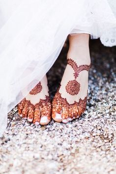 22 Ideas indian bridal mehndi feet henna designs for 2019 Dulhan Mehndi Designs, Mehandi Designs, New Bridal Mehndi Designs, Mehndi Designs Feet, Legs Mehndi Design, Modern Mehndi Designs, Mehndi Design Pictures, Beautiful Henna Designs, Henna Mehndi