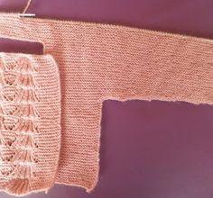 HE ELEGIDO un punto calado para esta moderna chaqueta de bebé con cierre lateral, e investigando, he descubierto que se llama ... Knitted Baby Cardigan, Baby Knitting, Elsa, Sweaters, Fashion, Baby Layette, Jacket, Crochet Dress Girl, Crochet Baby