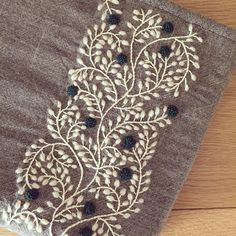 Table runner embroidery #HandEmbroideryPatterns