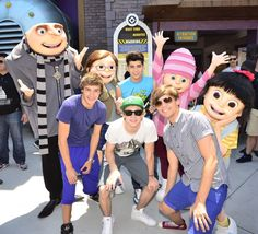 One Direction at universal Studios! Wish i was there LOL
