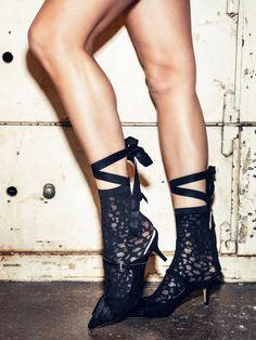 Amelia Socks taking over. Wolford, Amelia, Spotlight, Fashion Ideas, Fashion Accessories, Delicate, Socks, Cool Stuff, Style