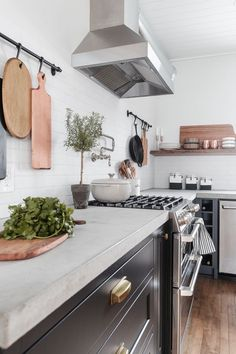 Are you considering new countertops in your kitchen? This post will talk about the pros and cons of Pre Cast vs Cast in Place Concrete Countertops and ultimately help you decide what's best for your home. Kitchen Redo, Home Decor Kitchen, Kitchen Interior, New Kitchen, Home Kitchens, Kitchen Counter Top, Kitchen Tops, Kitchen Ideas, Countertop Decor