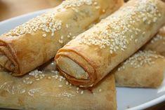 A kefta a darált húsból (általában bárány vagy marha) készülő ételek neve Marokkóban (máshol kofta, köfte, kifte, küfte, stb). A fűszerezett... Hot Dog Buns, Hot Dogs, Bread, Ethnic Recipes, Food, Brot, Essen, Baking, Meals
