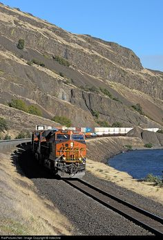 RailPictures.Net Photo: BNSF 6848 BNSF Railway GE ES44C4 at North Dalles, Washington by Indecline