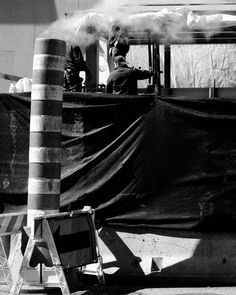 La tête dans les nuages     Hey! Follow me if you like my pics :)  @konzy.me  #newyork #newyorkcity #nyc #ny #usa #america #photography #street #streets #streetphotography #streetphoto #smoke #workers #bw #blackandwhite #blackandwhitephoto #fuji #fujifilm #fujixseries #fuji_xseries #fujix #fujix100t #x100t #fujilove #fujifeed #konzy http://fb.me/konzy.me