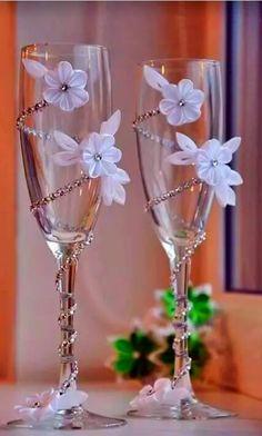 Wedding Champagne Glasses/Bridal/Wedding Decor/Centerpiece/For the Groom/Wedding Favors/Wedding Decoration/Bride/Groom/Set of 2 glasses Wedding Crafts, Diy Wedding, Wedding Favors, Wedding Decorations, Wedding Cups, Wedding Flutes, Table Wedding, Wedding Wine Glasses, Champagne Glasses