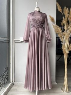 Abaya Fashion, Muslim Fashion, Fashion Dresses, Simple Bridesmaid Dresses, Simple Dresses, Dress Muslim Modern, Hijab Evening Dress, Princess Outfits, Dress Shirts For Women