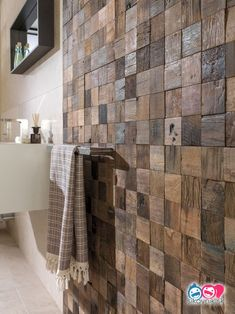 Adorable Wooden Bathroom Design Ideas For You – Badezimmer einrichtung Wooden Wall Decor, Wooden Bathroom, Wooden Walls, Wooden House, Wooden Pallet Crafts, Wall Wood, Wall Décor, Bathroom Wall, Wall Art