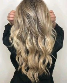 Ready for a full hair transformation in minutes? Our Highlight Natural wave lace wig is the simple, sleek solution for a quick hair change that looks just as good as an install. No need for a hair appointment to achieve your new look–just put your wi Black With Blonde Highlights, Hair Highlights, Full Highlights, Natural Highlights, Warm Blonde Hair, Ash Blonde, Ombré Blond, Long Blonde Curls, Neutral Blonde
