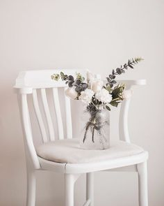 Harika bir fotoğraf😍❤  #decoration #photography Apartment Therapy, Bohostyle, White Beige, Chair, Furniture, Home Decor, Pictures, Calm Down, Decoration Home