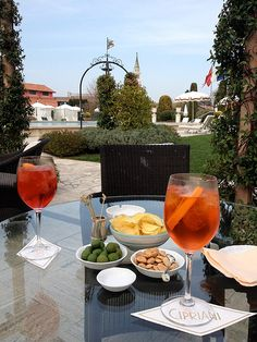 Venice | Cipriani: Can you think of a better way to serve and enjoy Venice's most iconic drink: Campari Spritz (left) and Aperol Spritz (right)?