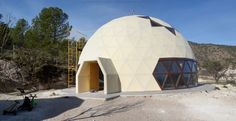Architecture firm builds two geodesic houses in Murcia for British and Norwegian families Geodesic Dome Homes, Dome House, Post And Beam, Round House, Ocean Waves, Glamping, Outdoor Gear, Building A House, New Homes