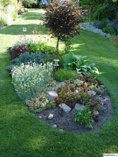 beautiful backyard garden design ideas can for your garden planning 2 - New ideas Backyard Garden Design, Garden Landscape Design, Lawn And Garden, Landscaping With Rocks, Front Yard Landscaping, Landscaping Ideas, Small Gardens, Outdoor Gardens, Sloped Garden