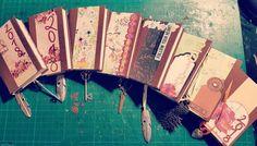 #Agenda #2018 #handgemacht #homemade #flower #papier #love #mona #anhänger #feder #blume #hüpsch #wundervoll #bunt #farbig #passend #handmade #vohandgmacht Mona, Hand Fan, Day Planners, Paper Mill, Paper, Marque Page, Flowers