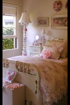 look close at the floor lamp.... roses everywhere...#cottage decorating