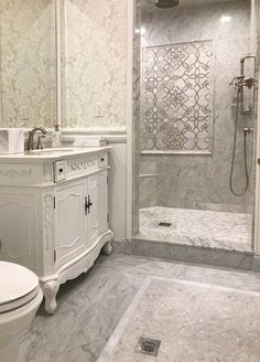 Bianco Carrara marble field tile and marble mosaics blend beautifully with tradi. Bianco Carrara m Carrara Marble Bathroom, White Marble Bathrooms, Small Bathroom, Bathroom Shower Panels, Bathroom Floor Tiles, Pool Bathroom, Tile Floor, Bath Panel, Master Bath Remodel